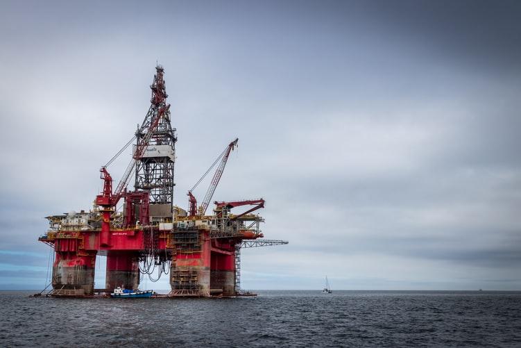 Compósitos epóxi/fibra de vidro substituem aços inoxidáveis em explorações de petróleo e gás (exploração offshore).