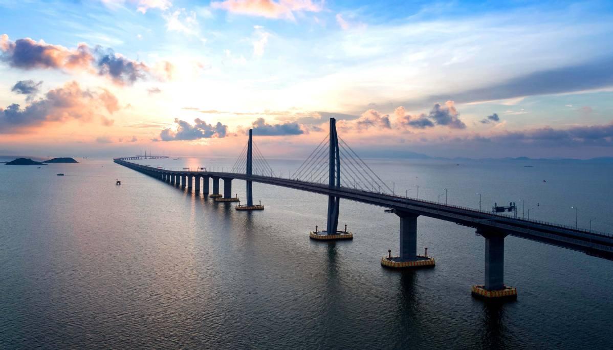 Tem Na Web - Ousadia e polêmica: China inaugura a maior ponte marítima do mundo